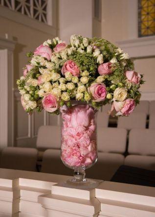 7ee410d90acde56fe29b17629bb182d8--altar-flowers-church-flowers